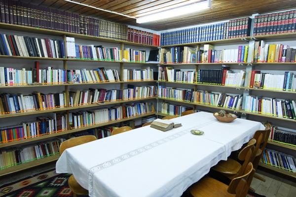 Biblioteca Parohiei Sf Nicolae.JPG
